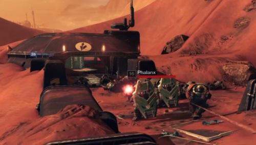 Auf dem Mars liegen gepanzerte Truppen der Kabale unter meinem Beschuss. Da sich auch die Maschinenwesen der Vex und die Schatten der Besessenen den Planeten sichern wollen, gerät man als Spieler oft ins Kreuzfeuer. (Abb.: Ausschnitt, eigener Screenshot PS4)