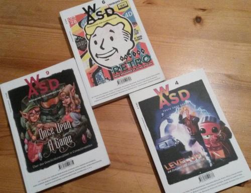 Im Buchformat präsentiert das Bookazine WASD ein buntes Programm zwischen Wissenschaft, Spielerezension und künstlerischen Textexperimenten. (Abb. eigenes Foto)