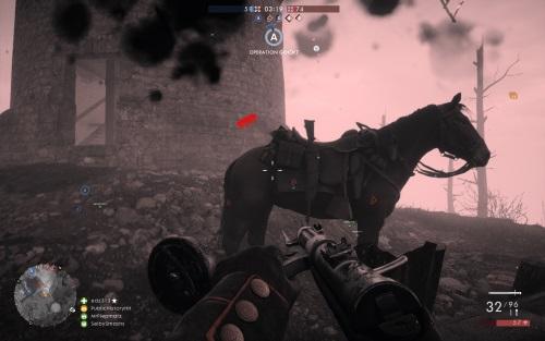 Schwer verletzt, schaffe ich gerade noch so den Rückzu zu meinem Pferd. Während das Leid der Menschen deutlich wird, bleiben Tod, Trauma und Furcht der Tiere seltsam unbehandelt. (Abb. eigener Screenshot, PC)